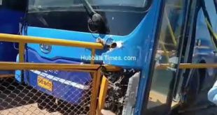 BRTS BUS RAMS INTO DIVIDER WHILE TRYING TO OVERTAKE