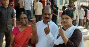 MLAs PRASAD ABBAYYA, JAGADISH SHETTAR CAST THEIR VOTES IN HUBBALLI