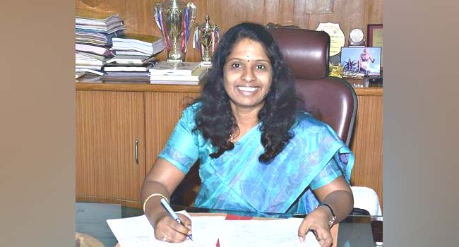 Photo of Dharwad DC Deepa Cholan Transferred