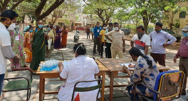 Photo of HDMC CONDUCTS HEALTH CHECKUP FOR GROCERY VENDORS